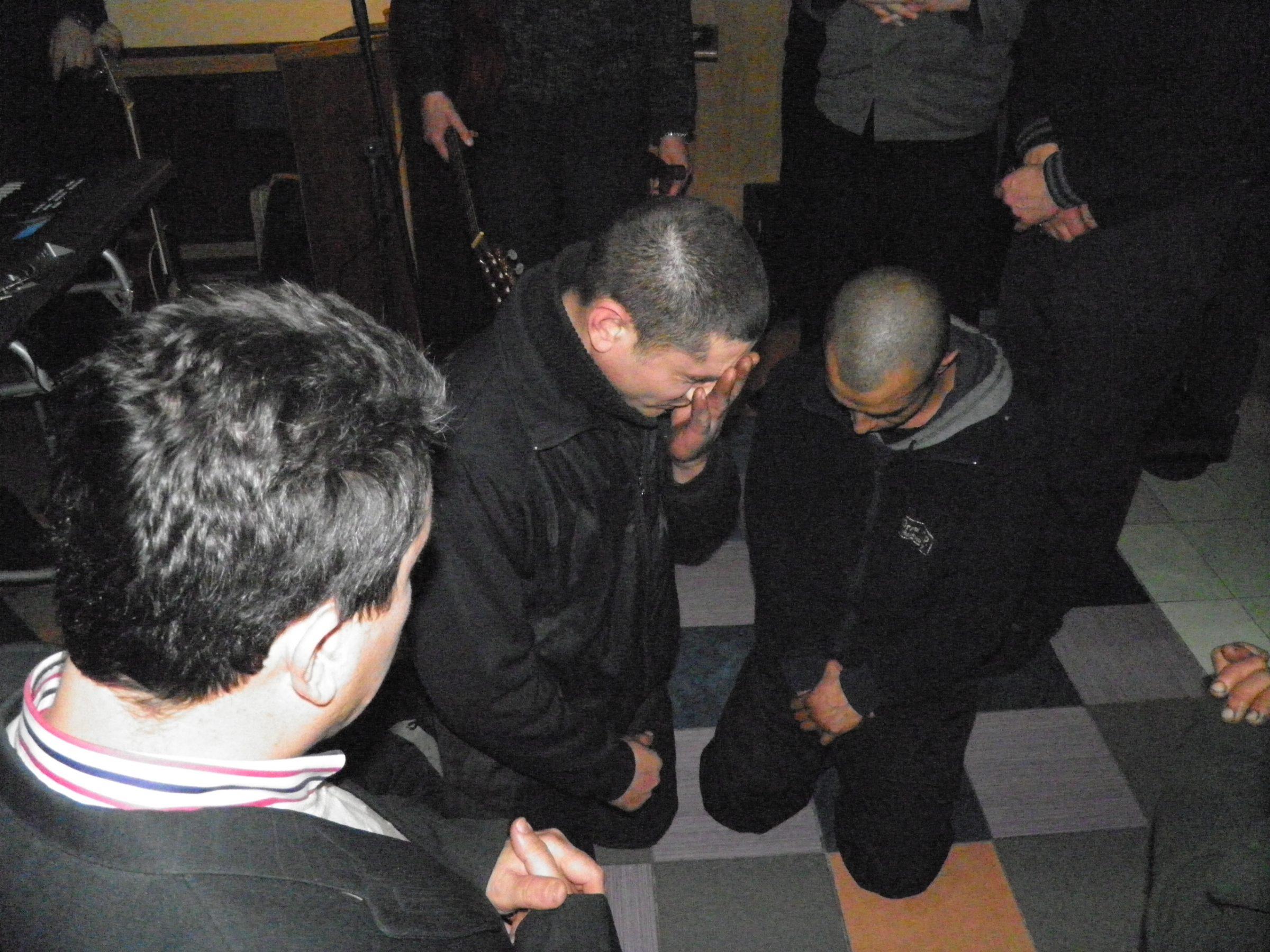 Andrei kwam twee maanden geleden tot geloof. Hij verblijft in een extra beveiligde gevangenis In Oekraïne omdat hij een moord heeft gepleegd. In de gevangenis is er een speciale vleugel. Hier zitten de gevangenen voor zeer zware vergrijpen, dat is de plek waar Andrei zit. Nog niet zo lang geleden was Andrei ook in de […]