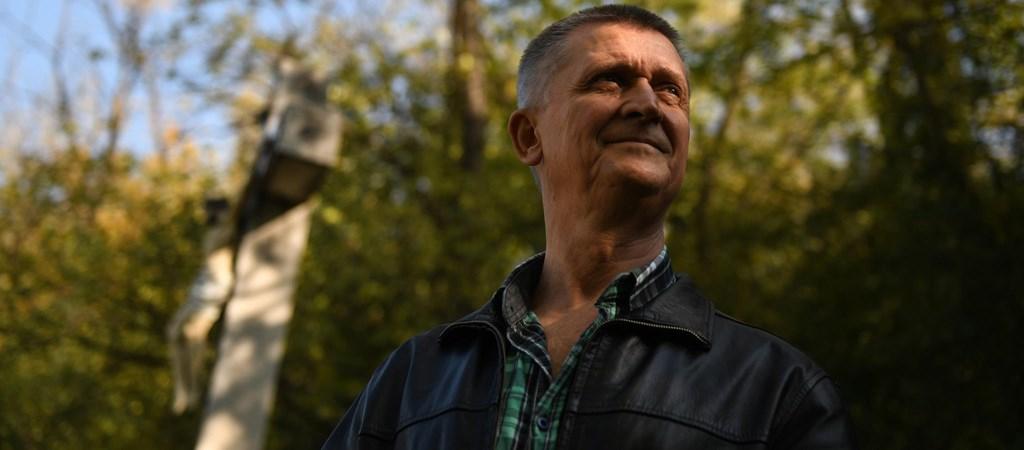 """Lajos Boros. Hij heeft meer dan 30 jaar van zijn leven in de Hongaarse gevangenis doorgebracht. Maar God vergat hem niet! In de gevangenis heeft hij Jezus aangenomen. Nu vertelt hij in gevangenissen over Jezus. Lajos Boros: """"Als God mij kon redden van mijn uitzichtloze leven in de gevangenis, dan kan Hij ook alle andere […]"""